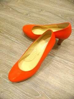 專櫃亮橘高跟鞋