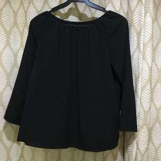 Black blouse w ruching neckline detail