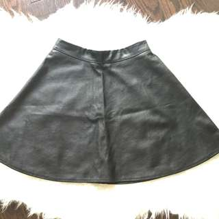 BNWT FOREVER21 Black Faux Leather Skirt Size XS (P/U only)