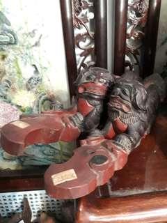 Old Wood Statue 老木獅雕刻一对
