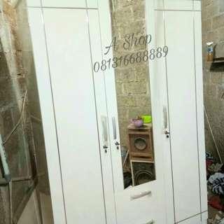 Lemari pakaian murah 3 pintu minimalis putih lis stainless.