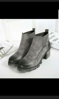 BRAND NEW women's winter boots