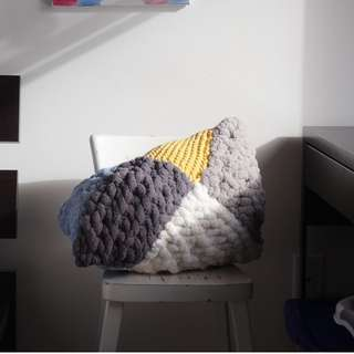 Louisa: Knitted Pillow