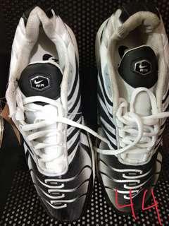 Di jual sepatu sport Nike ori