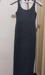 SM woman long dress with slit
