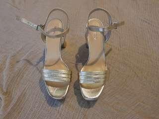 Mimco size 38 gold platform heels