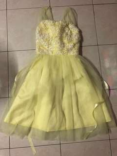 Yellow dinner wear