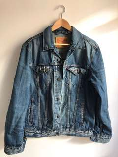 Levis distressed denim jacket