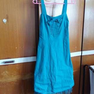 Middle long dress