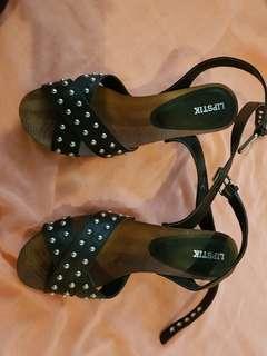 Lipstik size 8 studded platform shoes
