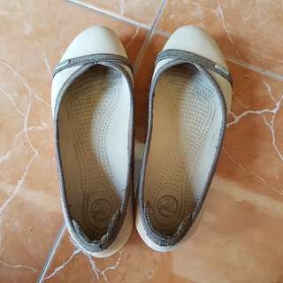 Crocs - Brown Flat