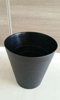 🚚 Black IKEA litter bin