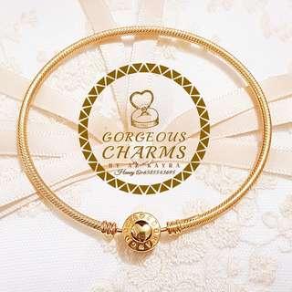 Gorgeous Bangle 916 Gold