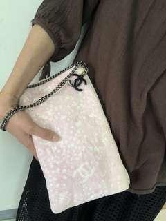 CHANEL香奈兒粉色絨毛布化妝手拿包