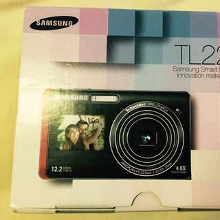 Samsung Dual View TL220 compact digital camera