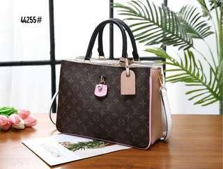 11a50e44a6747b LV Louis Vuitton Millefeuille Bag 44255#22 Bahan pvc waterproff Di kombi  dengan kulit Dalaman