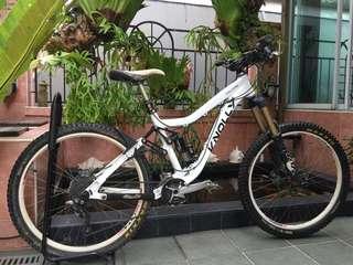 2013 Knolly Chilcotin (medium size frame) AM all mountain bike white