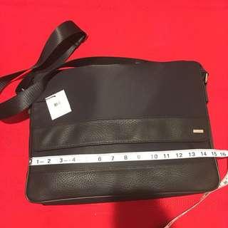 💯🔥👌🎒 ck calvin klein laptop 💻 $220 usd messenger bag