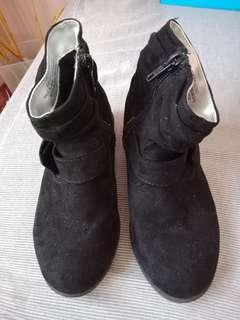 AUTHENTIC H&M BLACK BOOTS 10.5 US