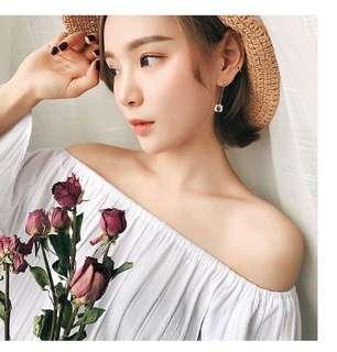 Korea plain / basic mini square dangling earrings