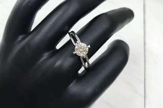 Ring wih diamond