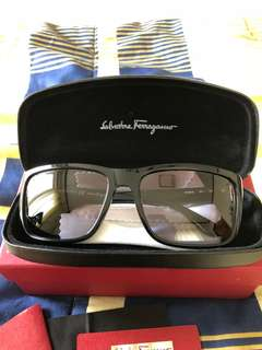 Salvatore ferragamo sunglasses black