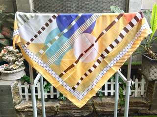 Kerudung Hijab Yamato Segiempat Bermotif (Kuning)