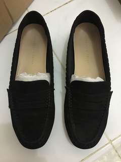 Spatu charles and keith