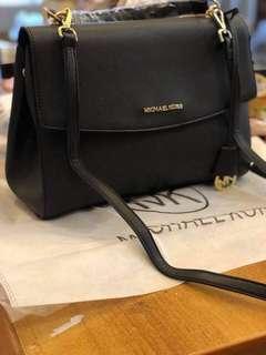 Orig Michael kors Sling bag (Complete Inclusion)