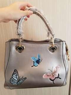 Tas wanita trendy dan fashionable