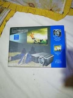 UNIC LCD mini Projector