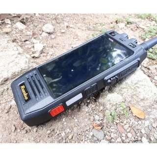 Hape Outdoor Runbo H1 Walkie Talkie VHF 4G LTE IP67 Certified Baterai 6000mAh