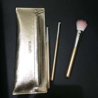Makeup tools set with pouch