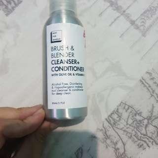 Brush blender cleanser atau pencuci brush