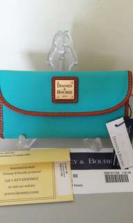 NWT Dooney and Bourke Continental Clutch
