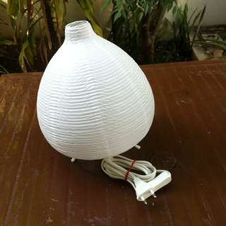 Ikea lamp. In good working condition. Dimension: 28cm height and 23cm in diameter.