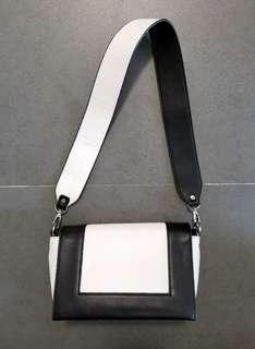 時尚 黑白配 手袋 多間隔