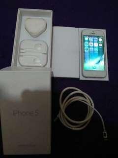 Iphone 5 16 gb , kondisi hp icloud lock, lcd seperti di foto.. kelengkapan cuma itu aja yg ada.. selebihnya bisa cek coy pas cod.. harga tertinggi angkut:)