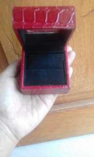 Kotak perhiasan untuk cincin