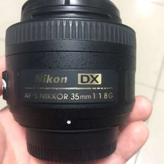 🚚 Nikkor 35mm f1.8G complete with box and lens hood