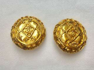 Chanel Vintage Clip Earrings. Authentic! 🔥Classic 🔥