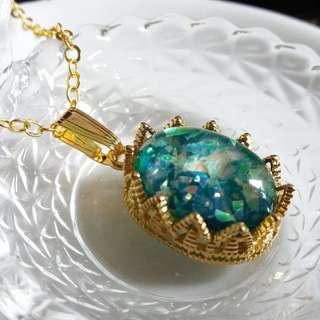 ✨ 魔法師秘寶 🌾 手工製虹光貝母綠寶石配鍍金蕾絲皇冠吊墜頸鏈 ✨