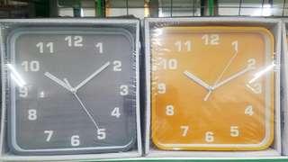 Monotone style clock