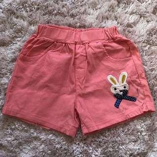 🚚 小兔子圖樣點綴 女孩短褲