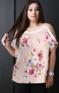 Plus size blouse.. Lage to 2xl  250 only..