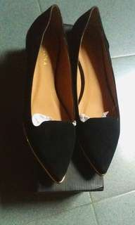 Zalora Pointed Flats Shoes