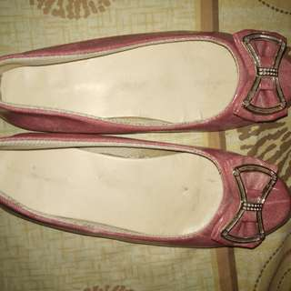 Sepatu flat pink