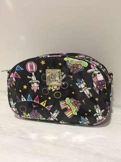 Crystal ball Hippie 狗頭包 歡樂馬戲團 莫城 防水 小方包 收納包 旅行包 化妝包