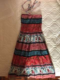 Beach dress with pink details