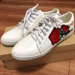White shoes sz8